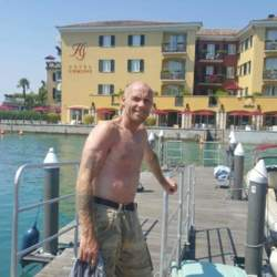 Timbohull is looking for singles for a date