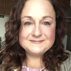 Moyra is looking for singles for a date