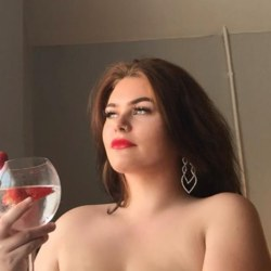 Anastasia is looking for singles for a date