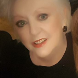 Adele is looking for singles for a date