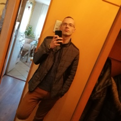 Airidas is looking for singles for a date