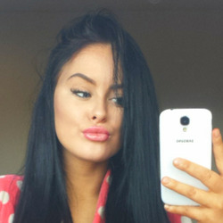 Makira is looking for singles for a date