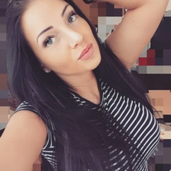 Pauliy is looking for singles for a date