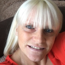 Martine is looking for singles for a date