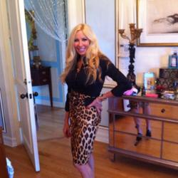 Beatrize is looking for singles for a date