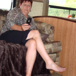 Glenda is looking for singles for a date
