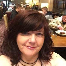 Liz (40)