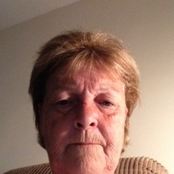 Vivien is looking for singles for a date