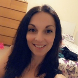Chelsea is looking for singles for a date