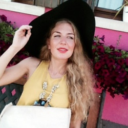 Fedra is looking for singles for a date