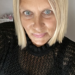 Louise is looking for singles for a date