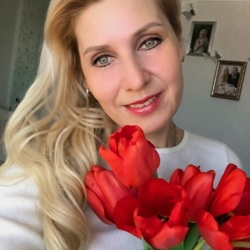 Alana is looking for singles for a date