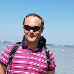 Tomasz is looking for singles for a date