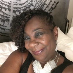 Yolanda is looking for singles for a date